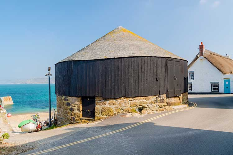 [Sennen Cove, Cornwall - Roundhouse and Capstan Gallery]